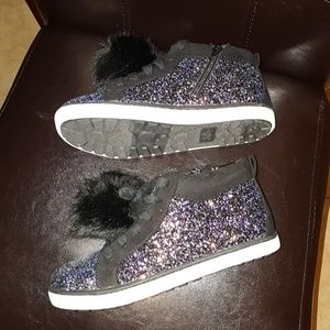 NWOT Girls Pom Pom sneakers